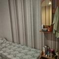 Из мебели: 3 кровати с постелью, большой шкафчик, тумбочка с полудой, зеркало, вентилятор. Стои 4 стула на улице возле входа. Комната большая. Комаров почти не было!