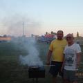 шашлык на шикарной широкой полянке для отдыха во дворе